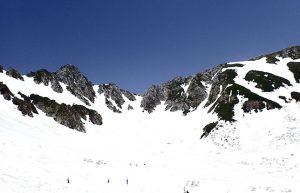 【残雪の木曽駒ケ岳で山歩】紺碧の空と純白の雪のコントラストに感動!!